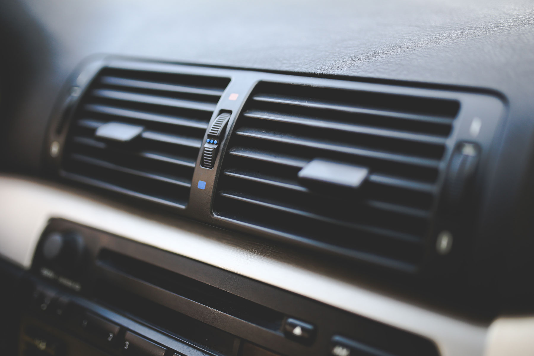 Auto vehicle air conditioning